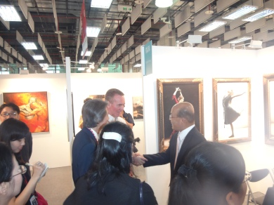 2013-art-taipei-at-booth-with-democratic-leader